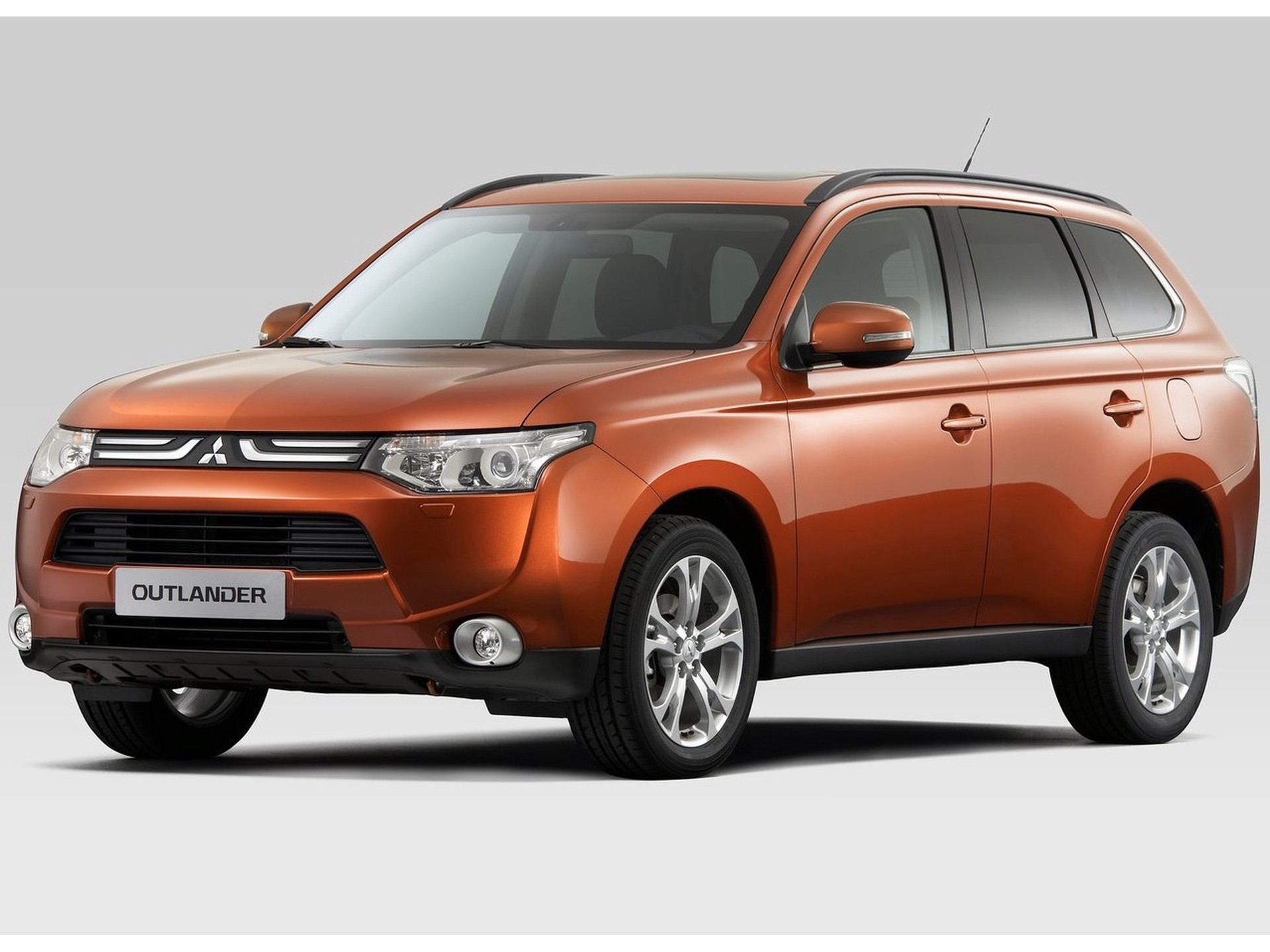 Mitsubishi-Outlander-2.0 PHEV ExeEd XLine Full operational lease-nieuweautodeal.nl